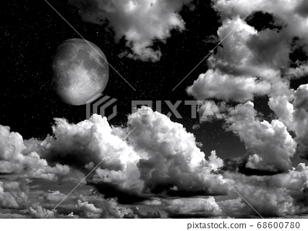 The moon in the night sky 68600780