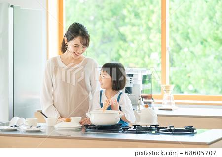 요리하는 모자 육아 이미지 68605707