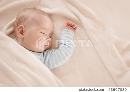 Baby sleeping covered with soft white blanket 68607080