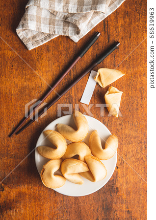 Chinese lucky cookies. Fortune cookies. 68619963