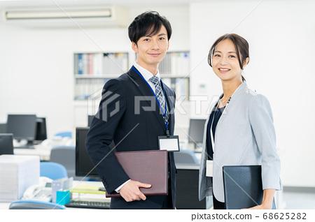 비즈니스 사업 팀 사무실 68625282