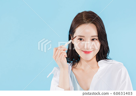 Women's natural beauty concept, beautiful young woman with clean perfect skin. summer skin care. 526 68631403