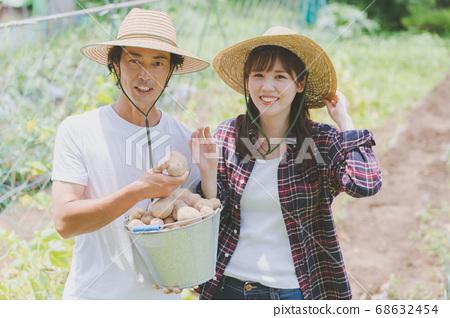 농업 젊은 남녀 68632454