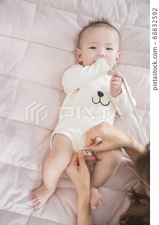 Modern young family concept, young mother and father with newborn 081 68632592