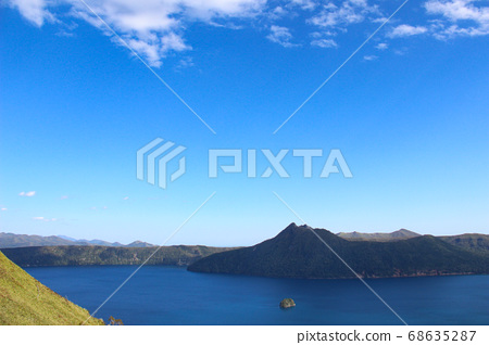 藍色安靜的湖泊 68635287