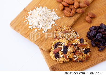 오트밀 쿠키와 재료 68635428