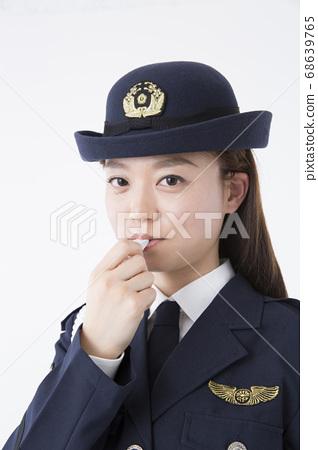 女警哨 68639765