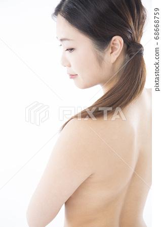 裸體女人的側面 68668759