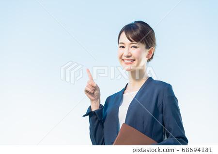 1個女性企業 68694181