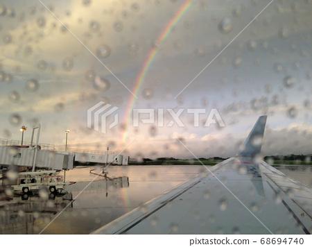 下雨后在彩虹中等待出发 68694740