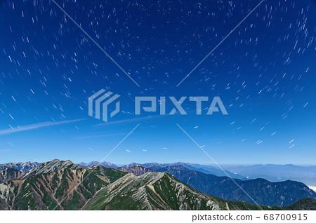 常念岳에서보기 달빛 大天井岳 방면의 능선과 밤하늘 68700915