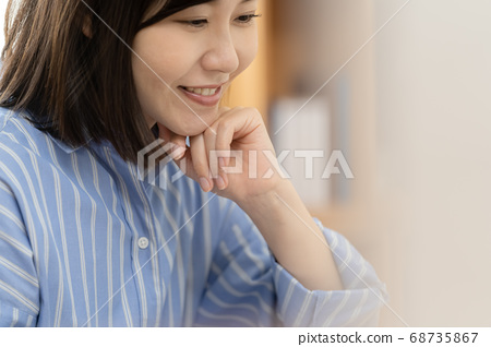 커뮤니케이션하는 여성 [Close-up] 68735867