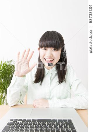 화상 채팅을하는 여자 68738804