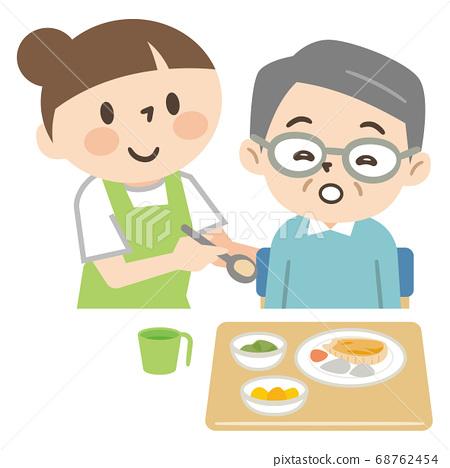 노인의 식사를 돕는 간호 직원 68762454