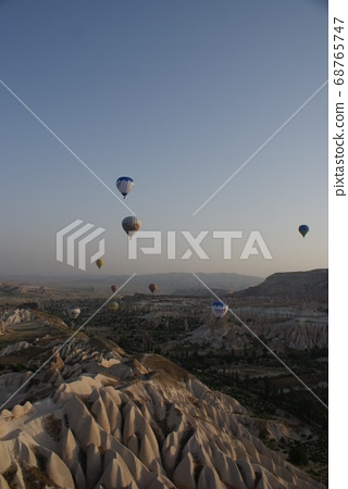 帶熱氣球的風景 68765747