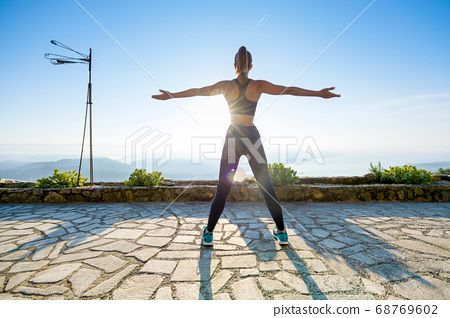 Fit muscular girl working out at sunrise 68769602