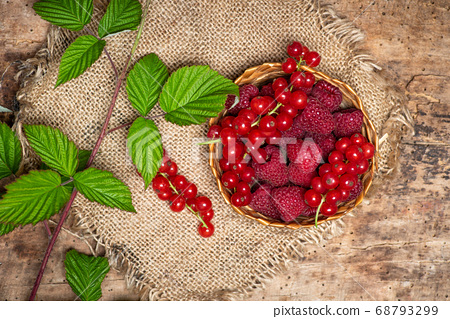 fresh raspberries and currant fruits in a bowl 68793299