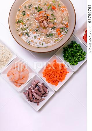 Rice porridge with octopus shrimp 68796763