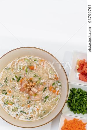 Rice porridge with octopus shrimp 68796765