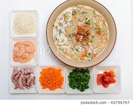 Rice porridge with octopus shrimp 68796767
