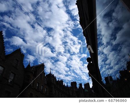 愛丁堡市反映在英國的玻璃窗 68796860