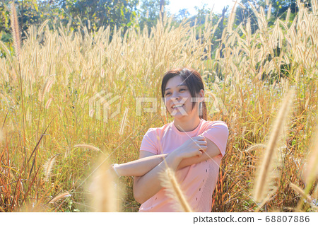 girl with the energetic style in the field 68807886