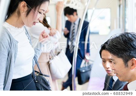 """기차에서 얘기하는 사업가 촬영 협조 """"게이오 전철 주식회사 ' 68832949"""