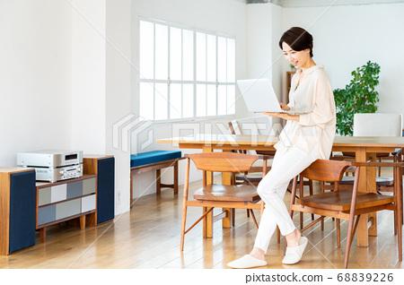 远程办公女性生活生活方式休闲 68839226