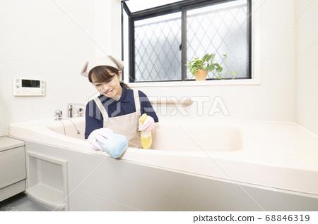 女工打掃房子打掃浴室 68846319