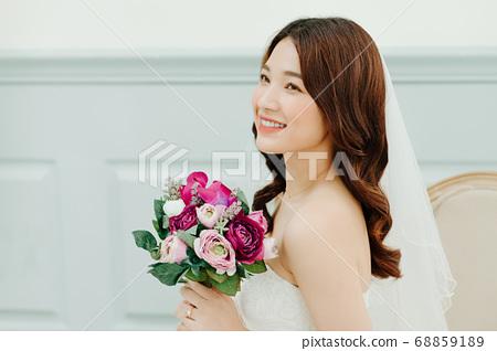 Happy Bride 68859189