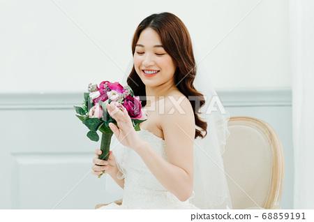 Happy Bride 68859191