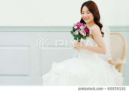 Happy Bride 68859192