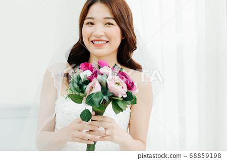 Happy Bride 68859198