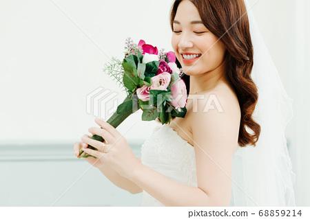 Happy Bride 68859214