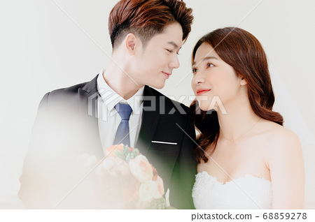 Happy Wedding 68859278