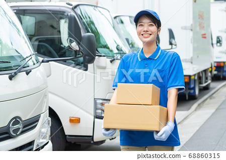 여성 드라이버 트럭 택배 서비스 68860315