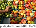 紐約農貿市場的有機番茄 68861628