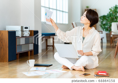 女性生活生活方式遠程辦公中 68864158