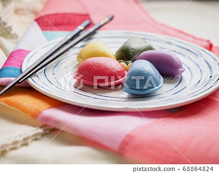 韓國傳統食品Osaek Songpyeon 68864824