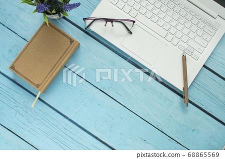 筆記本和書寫工具 68865569