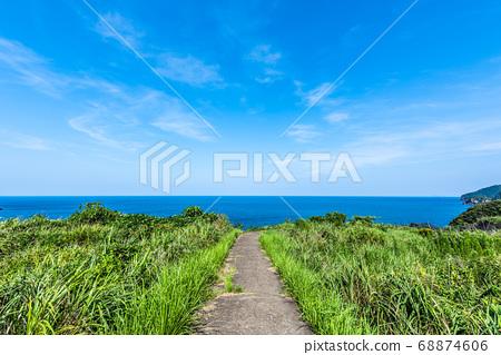 바다로가는 길 여름 이미지 상쾌한 푸른 하늘 68874606