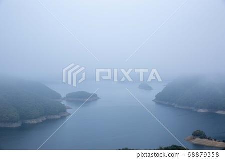 춘천 건봉령 승호대의 가을 아침 안개속 풍경 68879358