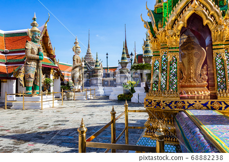 Wat Phra Kaew and Grand Palace in sunny day 68882238
