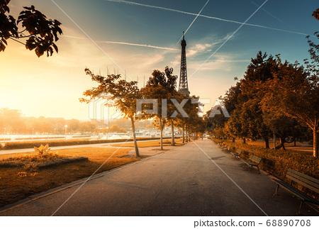 sunny morning, Paris, France 68890708