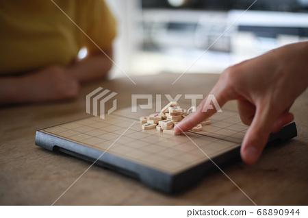 A couple playing shogi 68890944