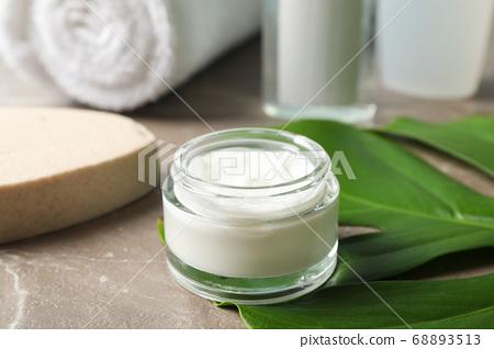 Palm leaves, cream, sponge, shower gel, shampoo 68893513