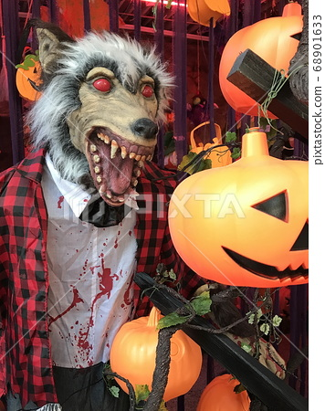 An extraordinary space to immerse yourself in a horror mood on Halloween 68901633