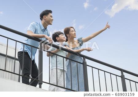 家庭生活方式的天空 68903159
