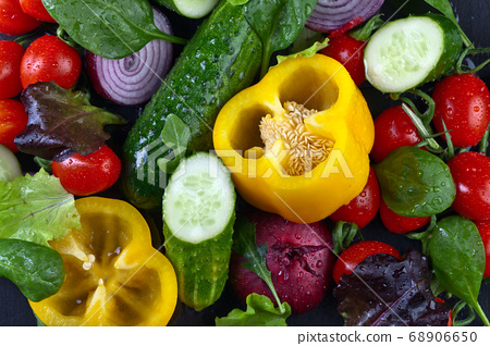 vegetables with salad leaves 68906650