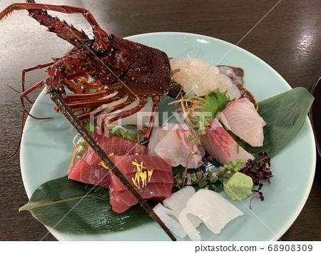 Assorted sashimi 68908309